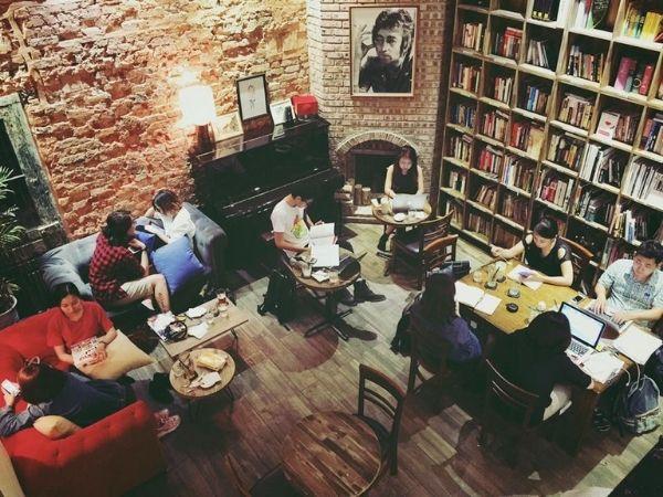 Cafe sach Ha Noi vo cung yen tinh
