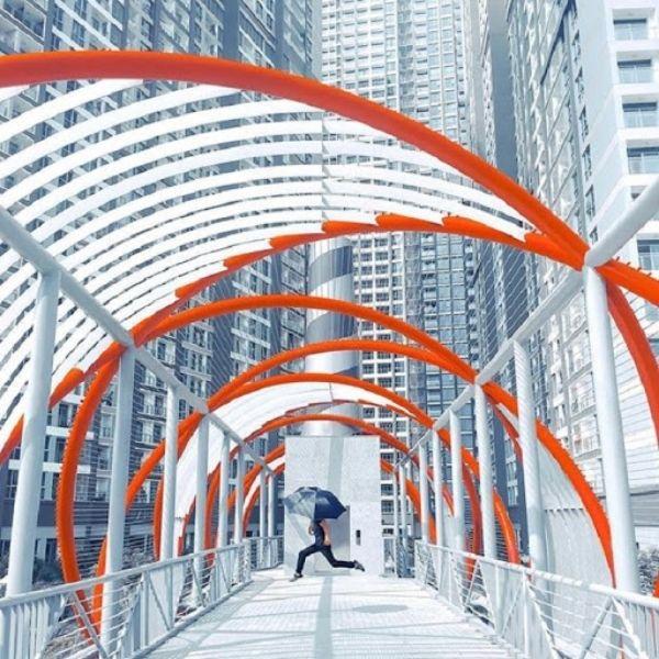 Cầu đỏ đẹp nhất tại tòa nhà Landmark 81