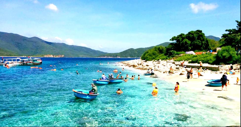 Nha Trang cũng là địa điểm du lịch miền Trung tuyệt vời