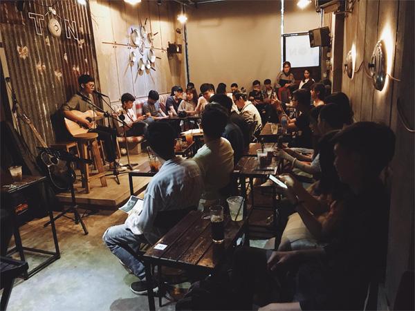 Tôn Cafe Acoustic nổi tiếng Sài Gòn